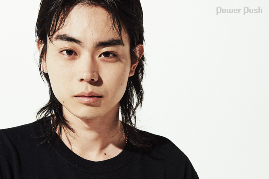 菅田将暉って短髪の方が似合うのになんで訳わかんない髪型してる時あるの?