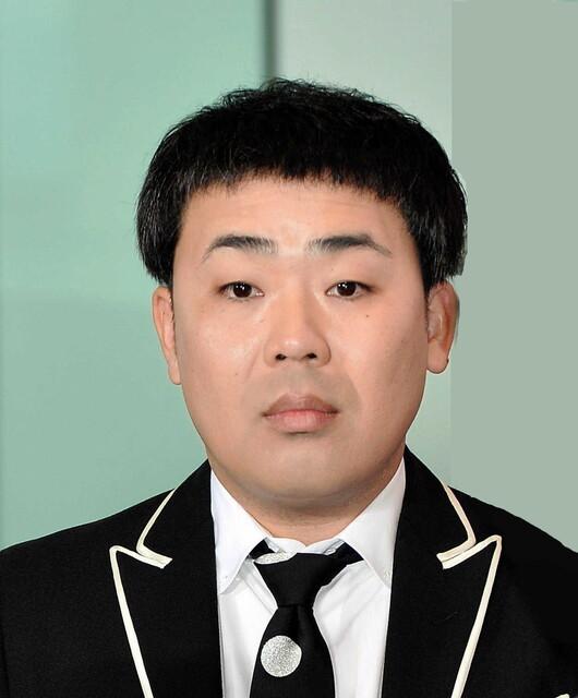 【ハゲ速報】フットボール岩尾さん、突然金髪にしてしまう(画像あり)