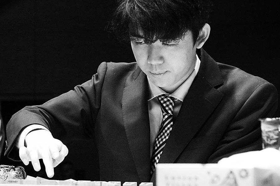 【画像】藤井聡太二冠、髪型を変えた結果「イケメンすぎる」と話題