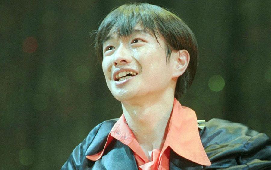 【ハゲ悲報】小沢健二さん(53)、髪の毛が・・・あっ・・・(画像あり)