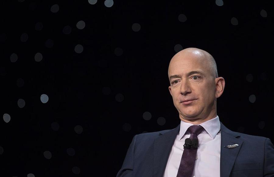 【ハゲ速報】Amazonのジェフベゾスさん、チ●ポみたいなロケットで宇宙へ発射www(画像あり)