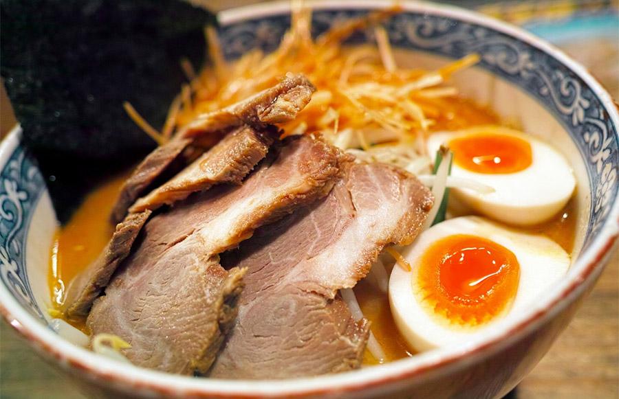 【ハゲ速報】最新の研究で「背脂ラーメン」を食うとハゲると発表される!!!