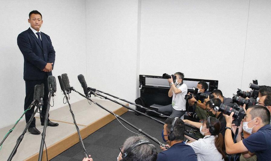 中田翔さん、黒髪、スーツ姿で謝罪「ファンの皆さんを裏切った。反省してます」